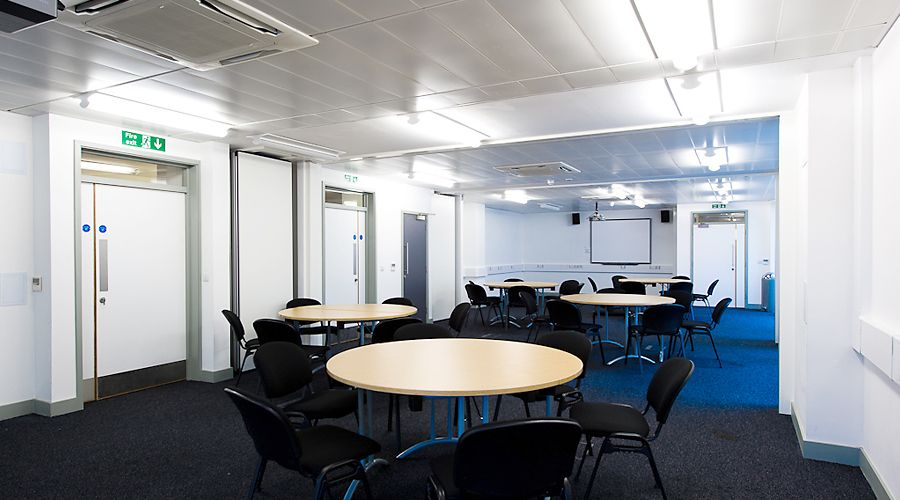 A picture of a large meeting room