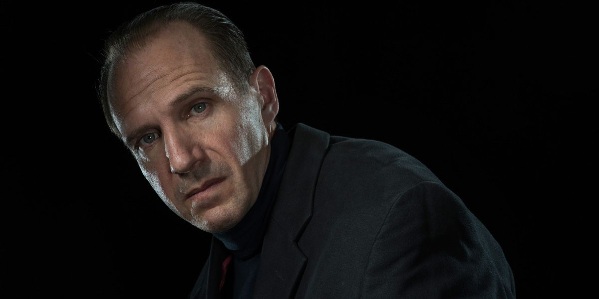 Ralph Fiennes stars as Richard III live from the Almeida Theatre