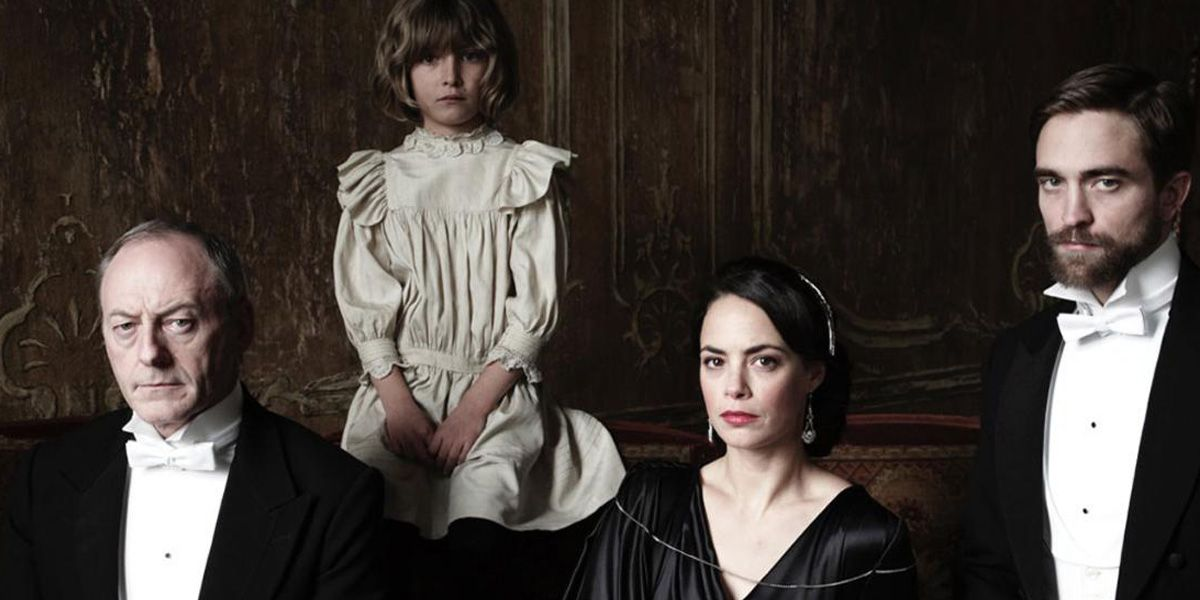 Lian Cunningham, Robert Pattinson, Berenice Bejo and the Child in The Childhood of a Leader