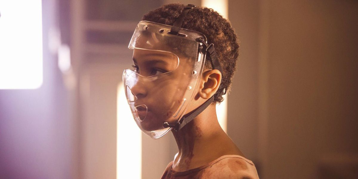 Sennia Nanua wears a face mask in The Girl with All the Gifts