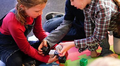 children using cubelets