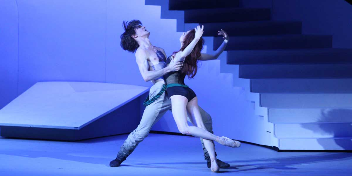 Two dancers embrace in Bolshoi Ballet's The Taming of the Shrew