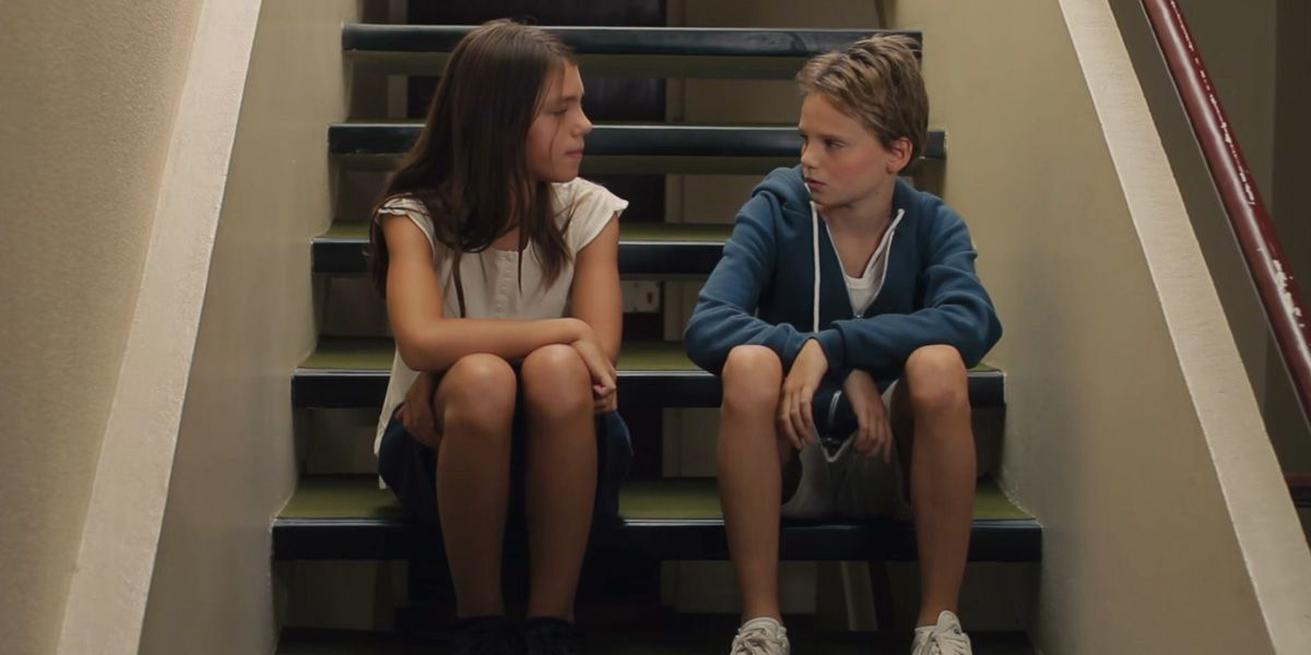 Zoe Heran and Malonn Levana sitting on a step in Tomboy