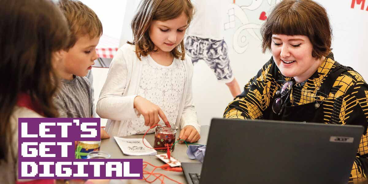 Children play with the Makey Makey